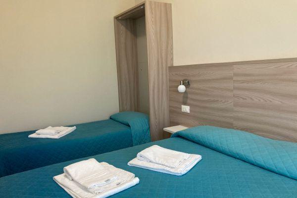 camere-residence-poggio-al-lago-garda0699CE6942-4337-049C-31CB-BEBE58A70ED7.jpg
